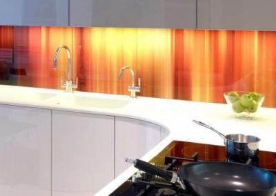 A fiery pattern splashback